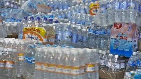 El agua embotellada: costosa y con elevado impacto ambiental