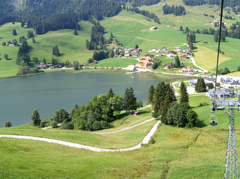Innovative und nachhaltige Arealentwicklung des «touristischen Zentrums» Schwarzsee, FR
