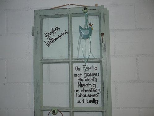Altes Fenster mit Sprossenteilung Spruch und Deko