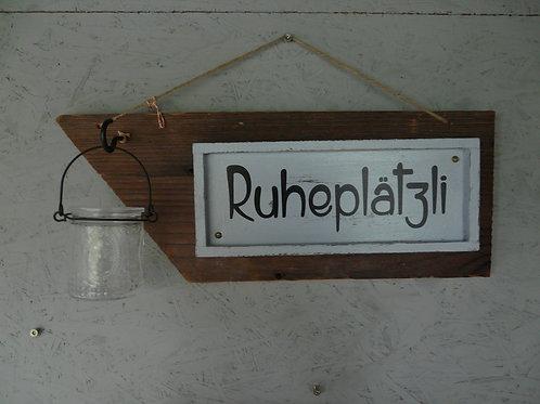 Altholz Brett mit Spruch Ruheplätzli und Windlicht