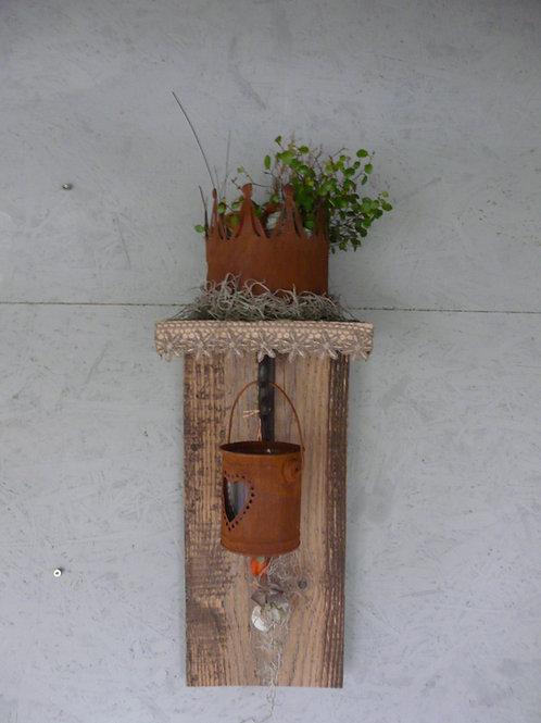 Altholz Winkel mit Krone und Windlicht mit rostigem Blech