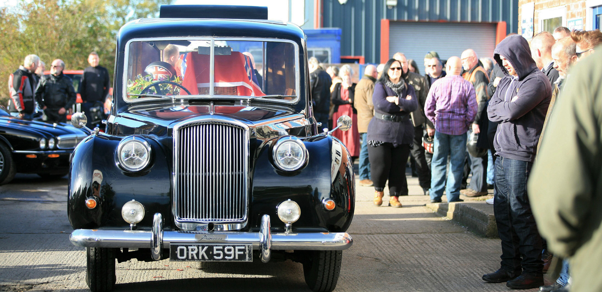 Funeral of the late Dave Peever - Arriving at Engine Machini