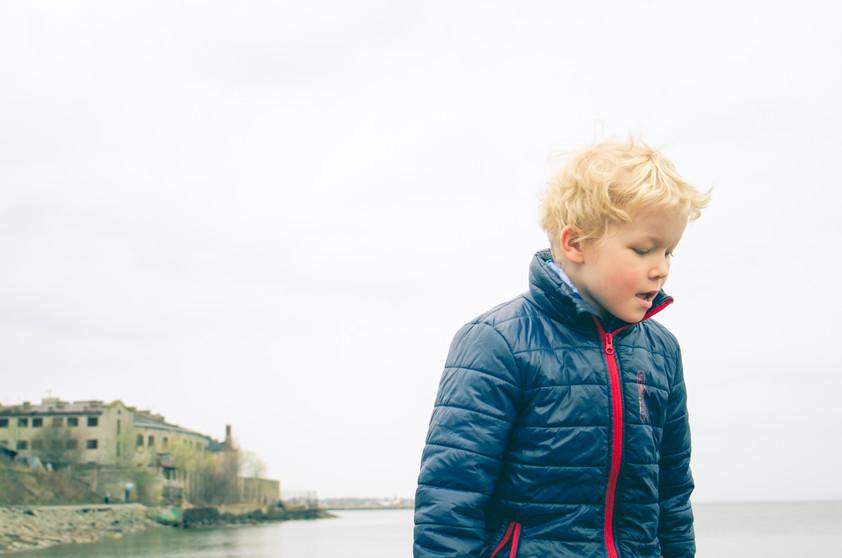 """Pildistamine näitusele: Agnes Liiv """"Õhutame lapsepõlve lõkkele"""", mai 2018."""