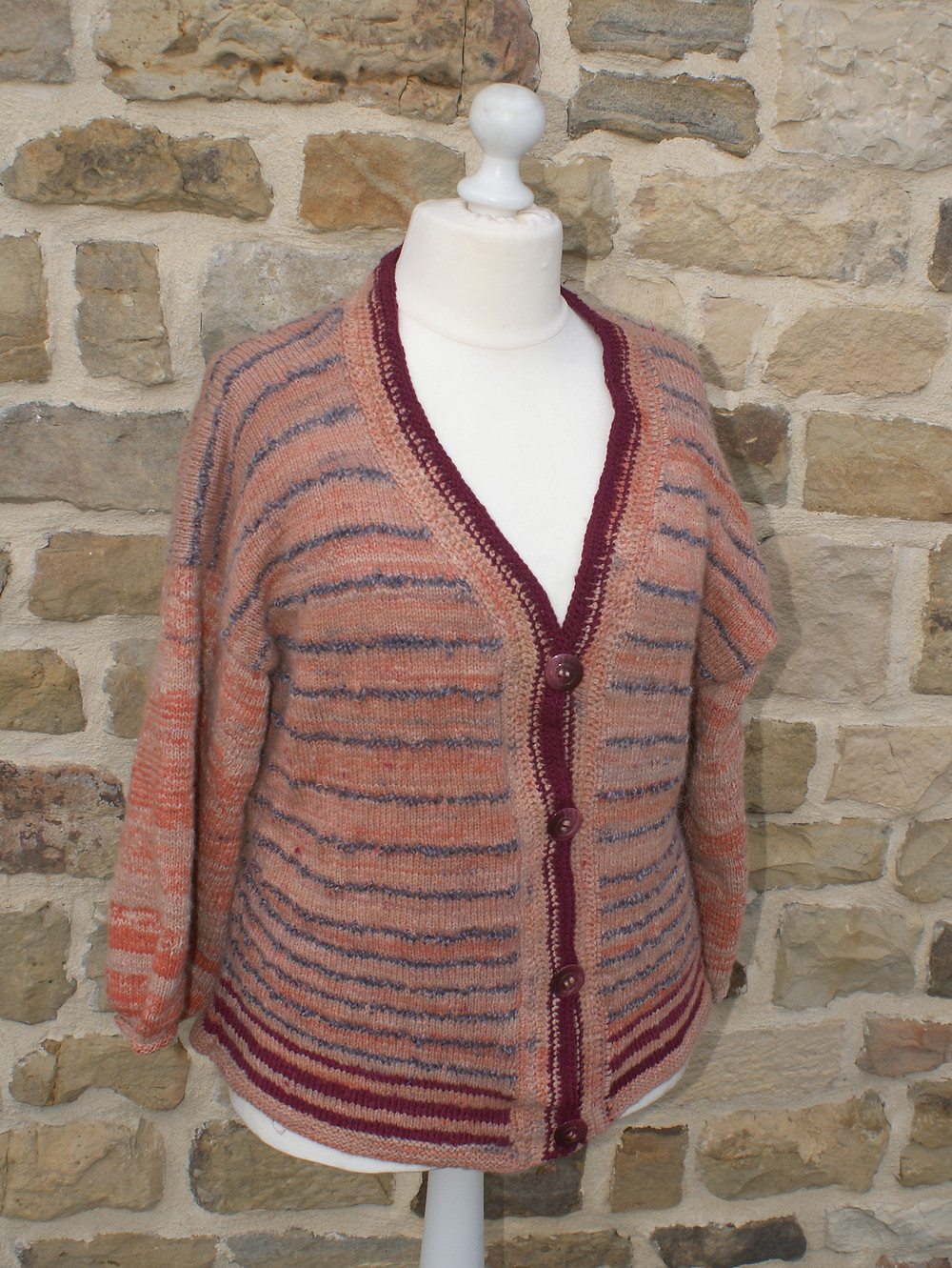 Gilet mérinos tricoté main et teinté racine de garance