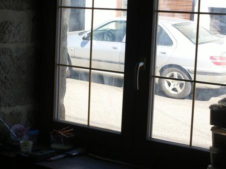 Nettoyer des vitres grasses