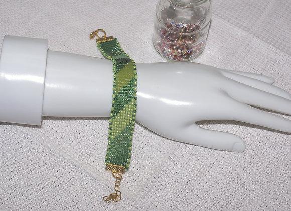 Bracelet perles tissées aux nuances de vert