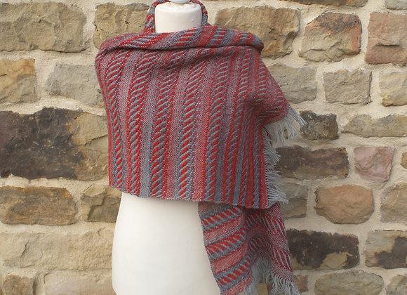 Chale rectangulaire en laine gris et rouge