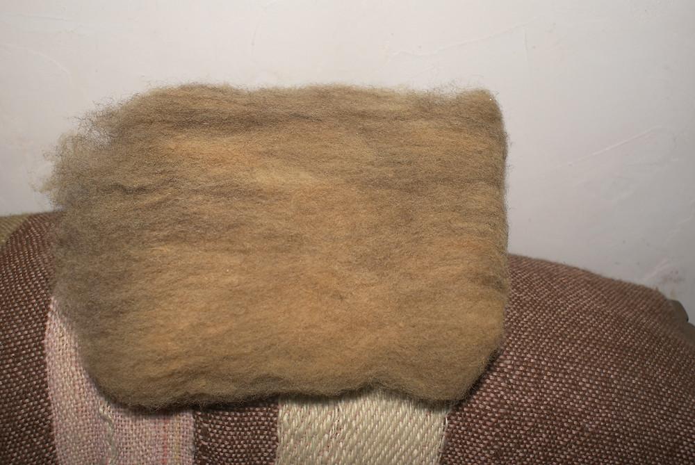 nappe cardée alpaga marron laine teintée oignons
