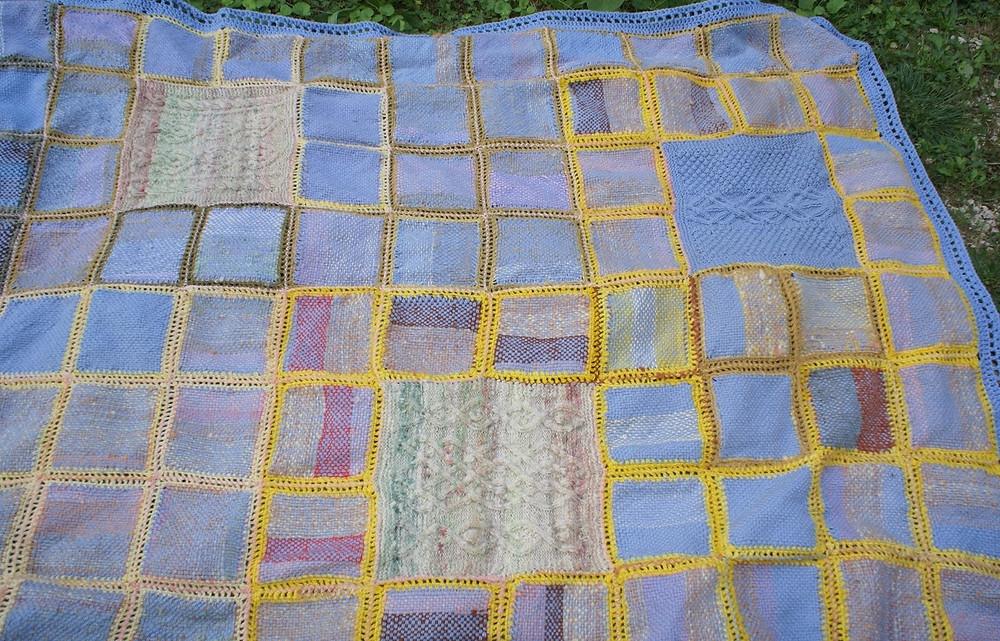 détails couverture carrés tissés