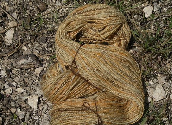 Echeveau Mérinos teinture végétale couleur bois de pin ou sapin