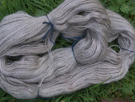 Filage et teinture ruban mohair en gris