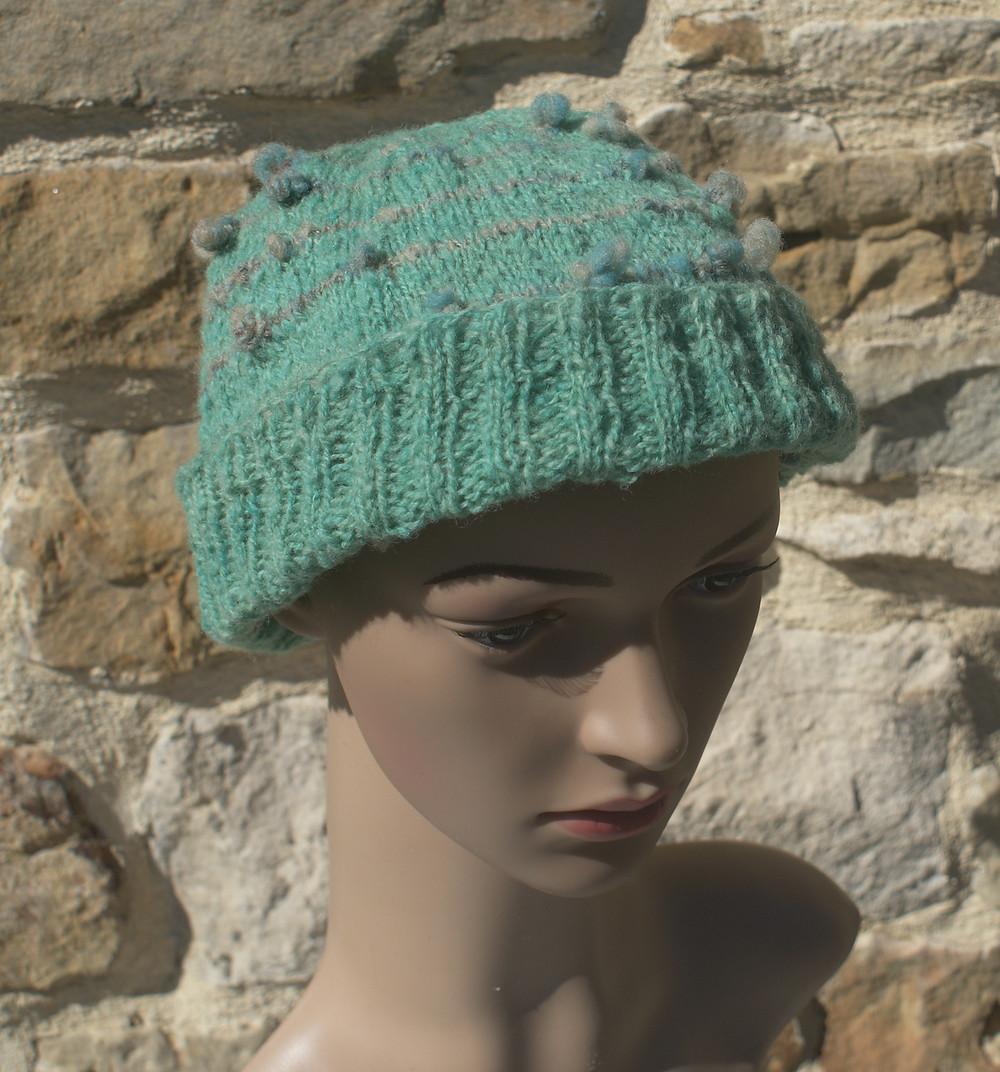 bonnet tricot main laine de pays teinte en vert