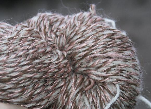 Echeveau laine soie trois brins, blanc, beige
