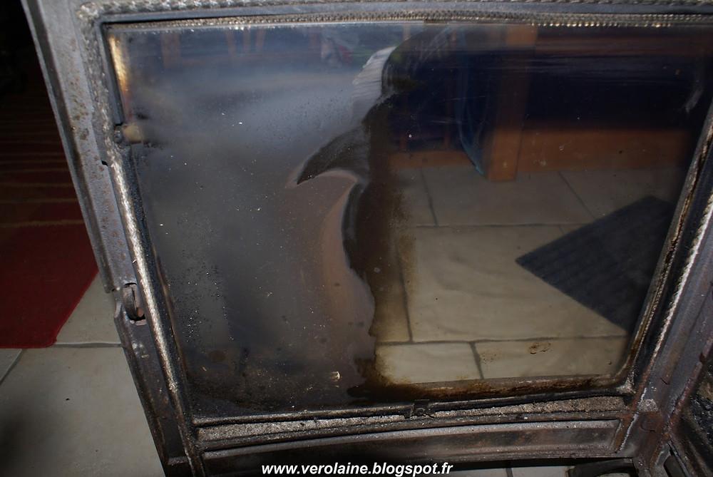 vitre de poêle avant après nettoyage avec cendres