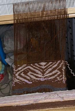 Essai de free weaving sur métier a peigne rigide