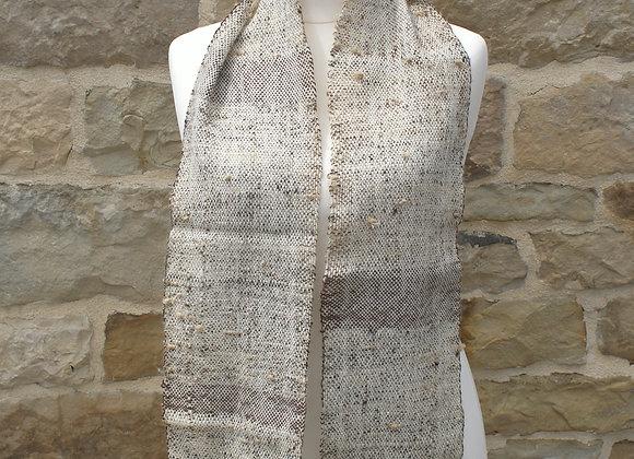 Echarpe noire et blanche, alpaga et laine de pays