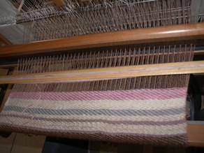 Réalisation d'un protège canapé tissé en laine recyclée