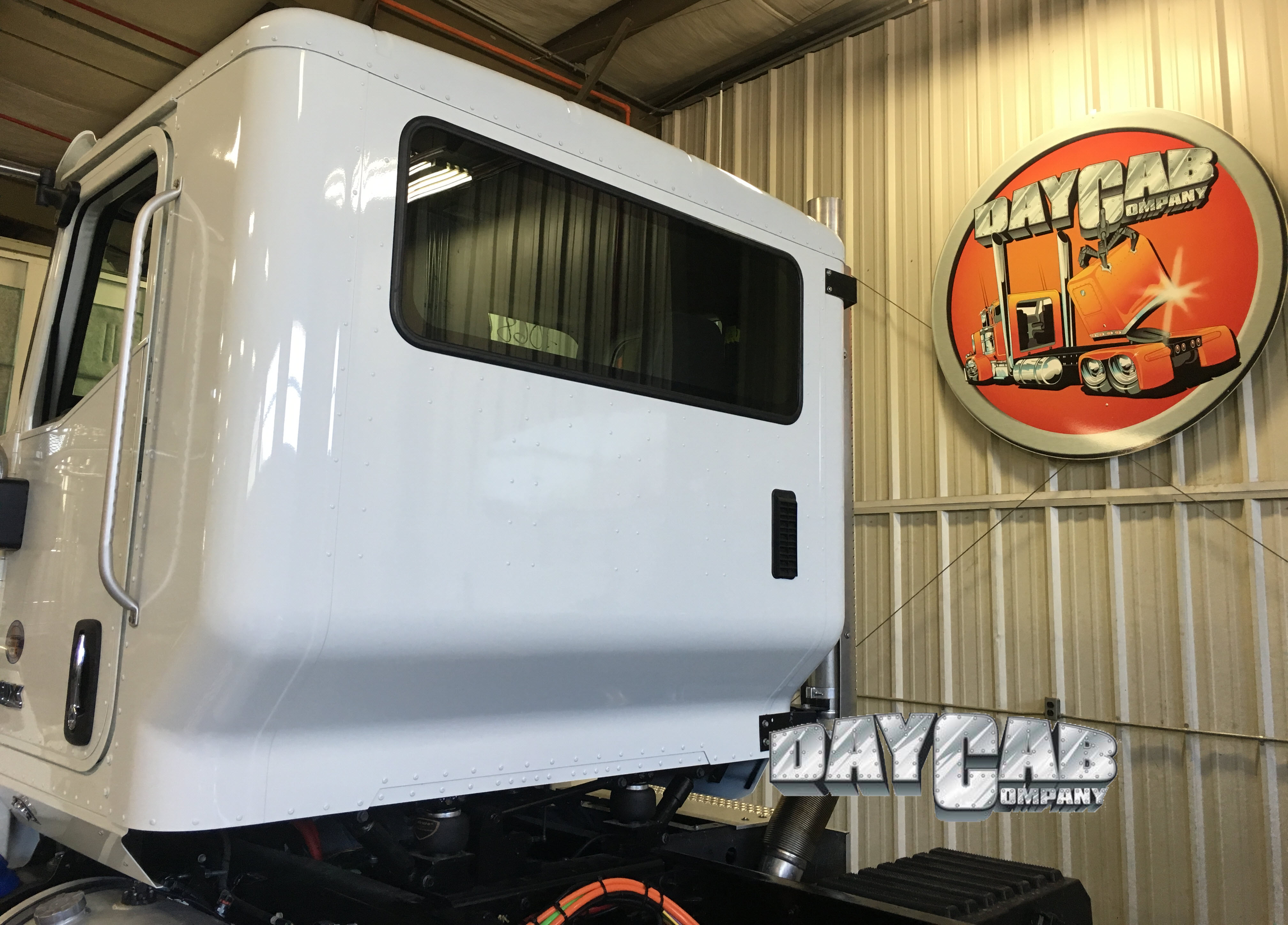 International HX Extended Day Cab - Daycab Company