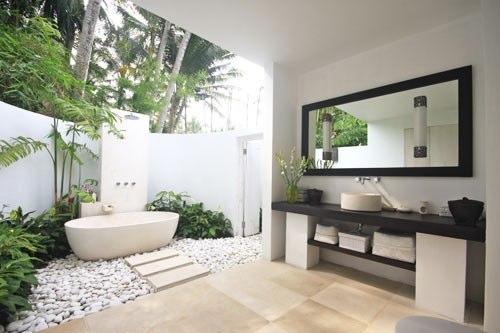 Bathroom 2 and natural bathtub