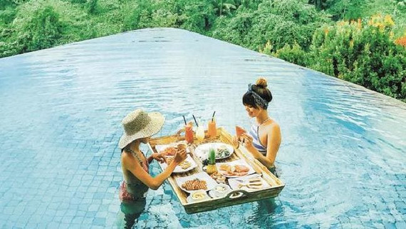 Dining in the pool.jpeg