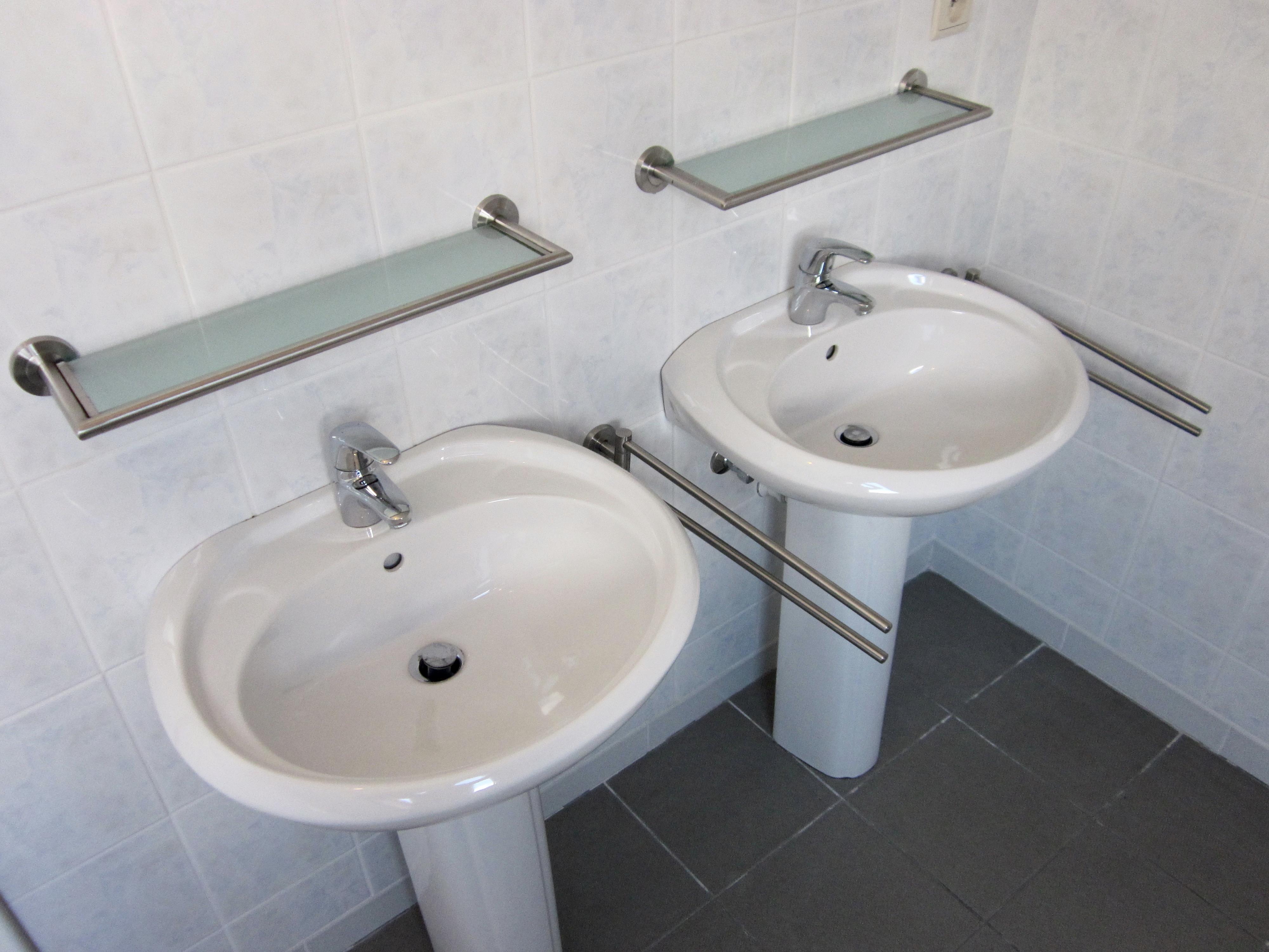 PRINSESTRAAT 1A - dubbele lavabo met handdoekrek - kopie