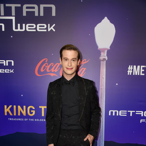 AWARD PRESENTER  Taylor Henry TV Personality: Hollywood Medium
