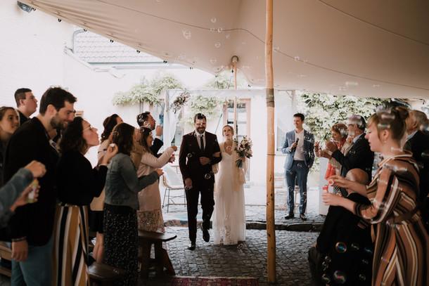 Ceremonie op binnenkoer
