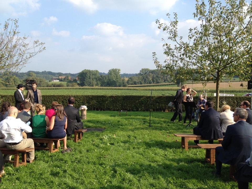 Ceremonie in de tuin