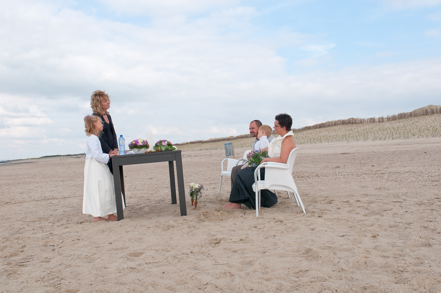 Huwelijksviering op het strand