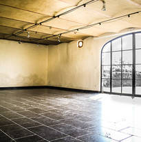 Polyvalente ruimte voor yoga of workshop