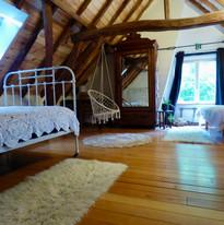 Slaapkamer met enkel en dubbel bed