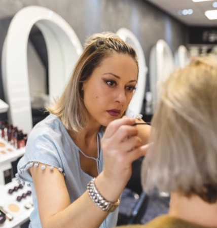Mutlu make-up artist