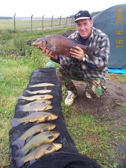 Gary Goddard with 7lb bream & 9 tench to 50lb eelmoor flash