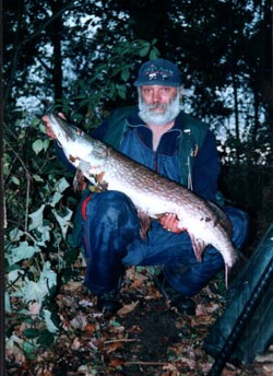 Bob Vince with pike from dogmersfield