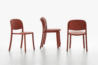 1 Inch reclaimed stoel van Emeco..jpg
