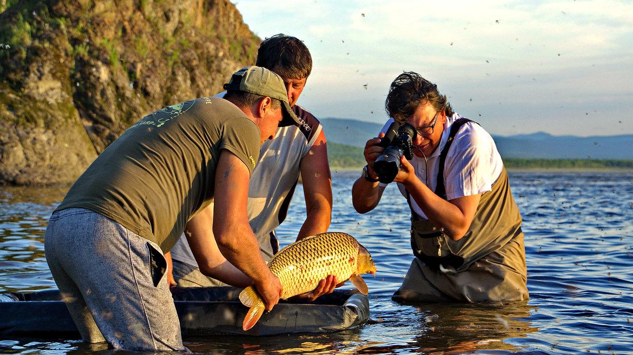 旅游设计用于钓鱼的,蓄意侵害最大的掠食性鱼类,它们是丰富的阿穆尔河。 钓鱼对于那