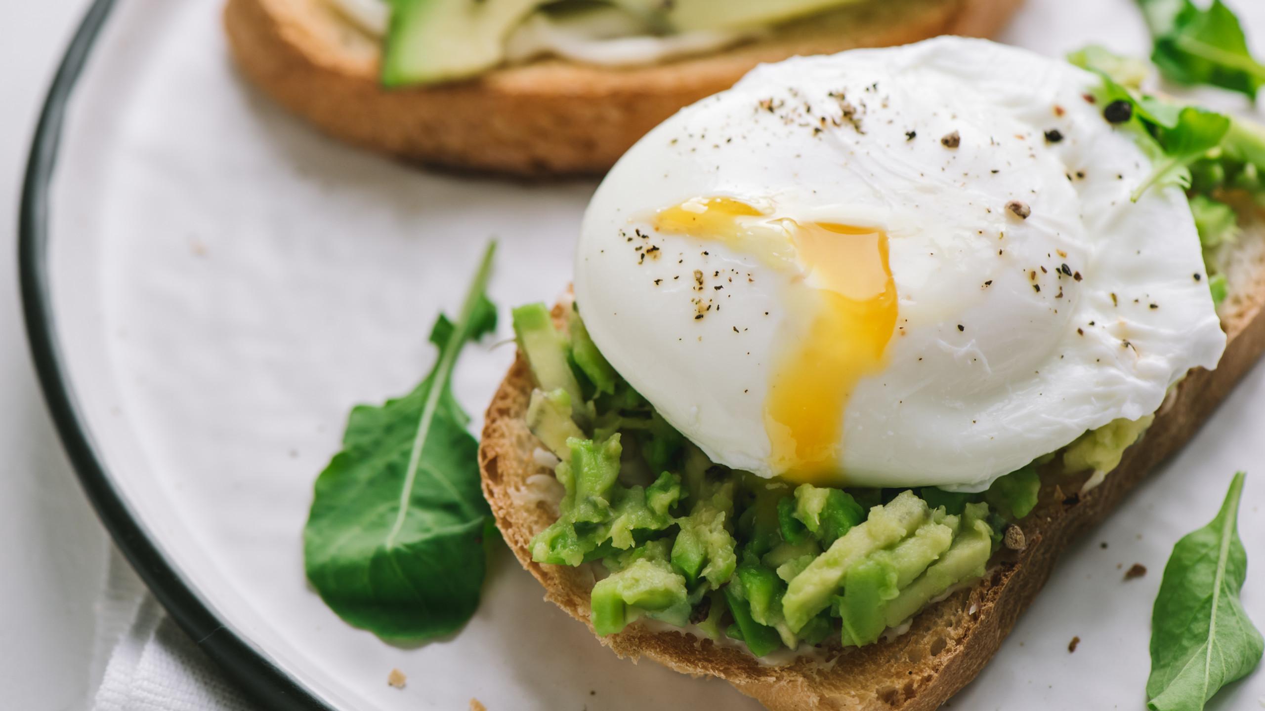 Egg & avo on sourdough toast