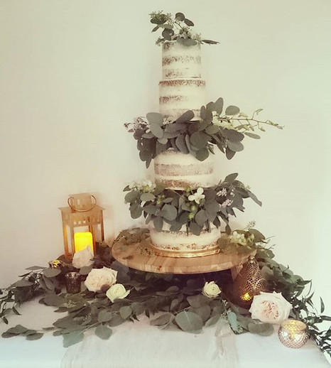The new romantic_ greenery and yummy cak