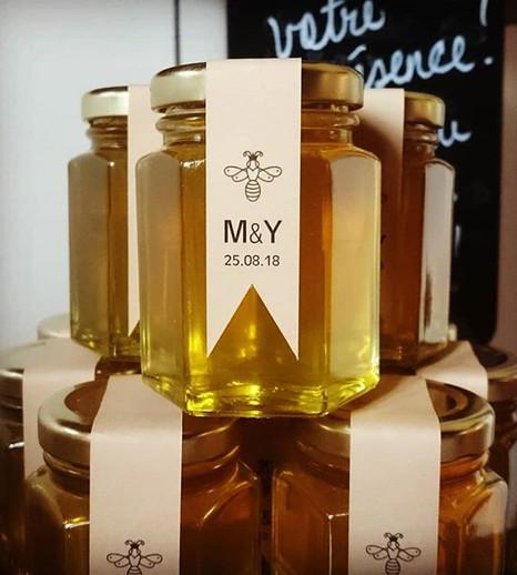 Bonbonnières de bon miel local de la Fer