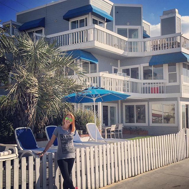 Living TV dreams over here #90210forever #kelly #donna #david #claire #beachhouse