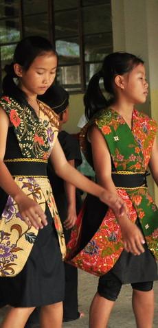 Sumazau dancers