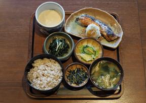 麦とろ紅鮭定食