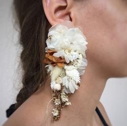 Çiçek küpe kahveli beyaz
