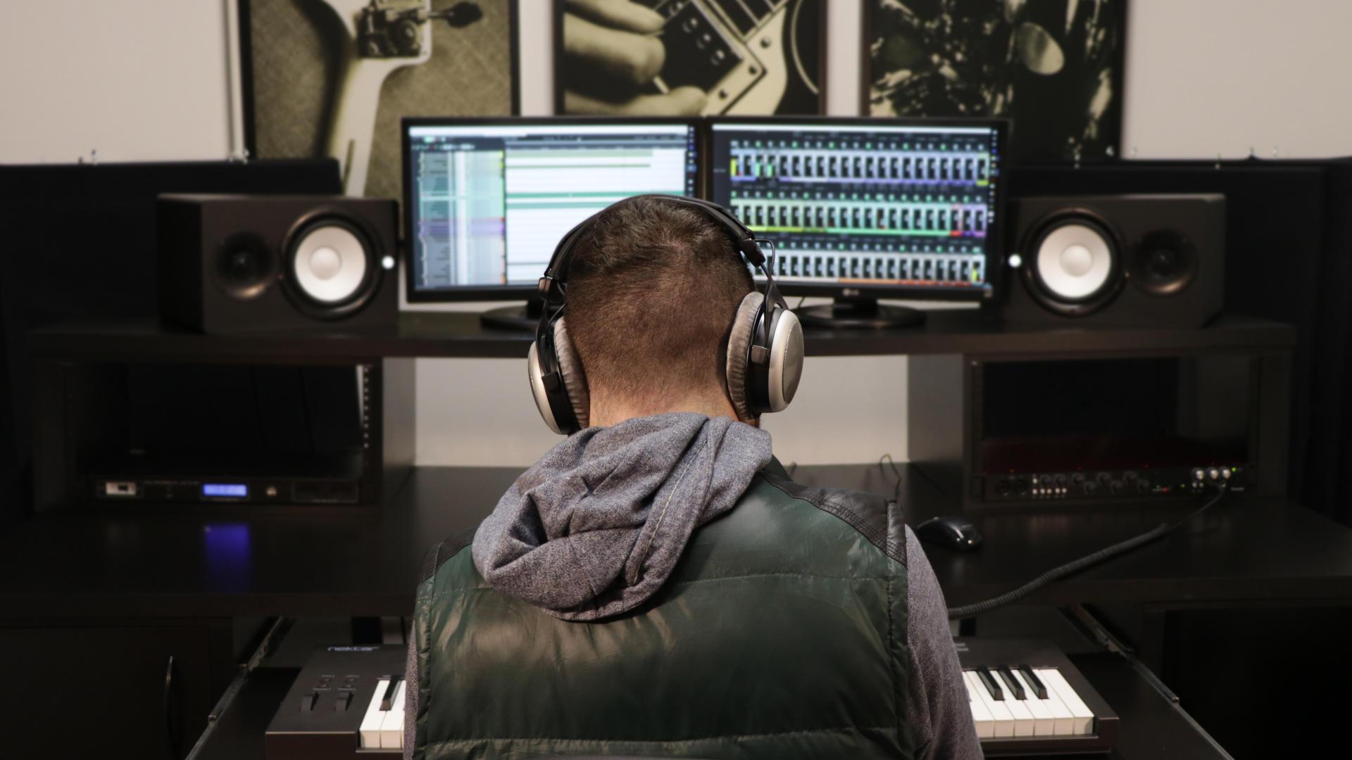 Rodrigo Passos producing music