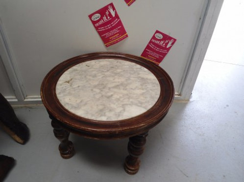 esa redonda con marmol