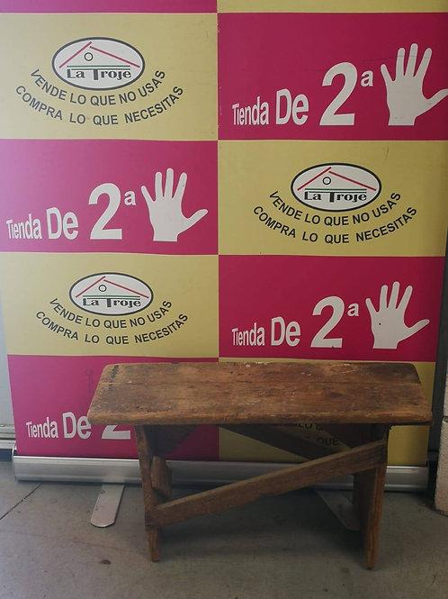 240718 BANCO PEQUEÑO DE MADERA