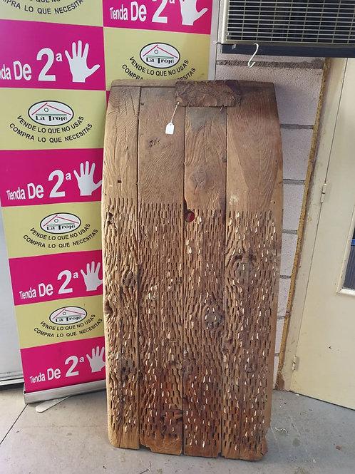290118 trillo de madera con guijarros blancos