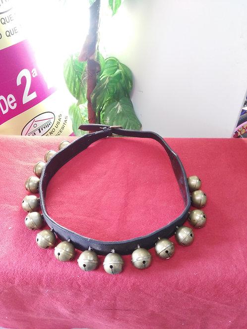 020120 collar 16 cascabeles