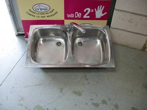 250517 Fregadero de dos senos con grifo