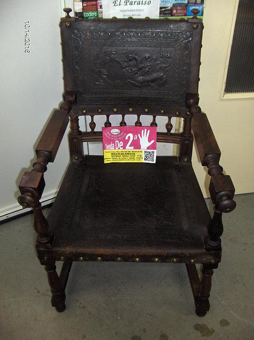 141016 Silla antigua de madera y material